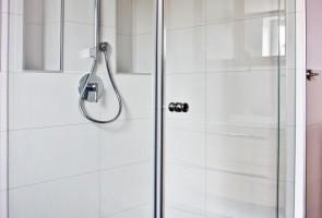 Glaswand-Dusche